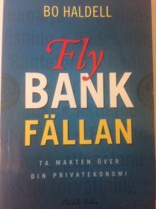 Pseudonymen Bo Haldells bok är dels en bra genomgång av hur finansmarknader och produkter fungerar, men det är också en propagandabok för indexsparande.